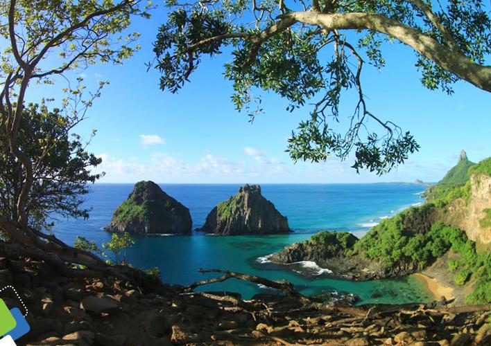 Vista para o Morro Dois Irmãos, uma das paradas do passeio Ilha Tour.